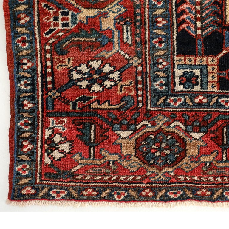 Vintage Heriz Persian Carpet circa 1920s in Pure Wool and Vegetable Dyes In Good Condition For Sale In New York, NY