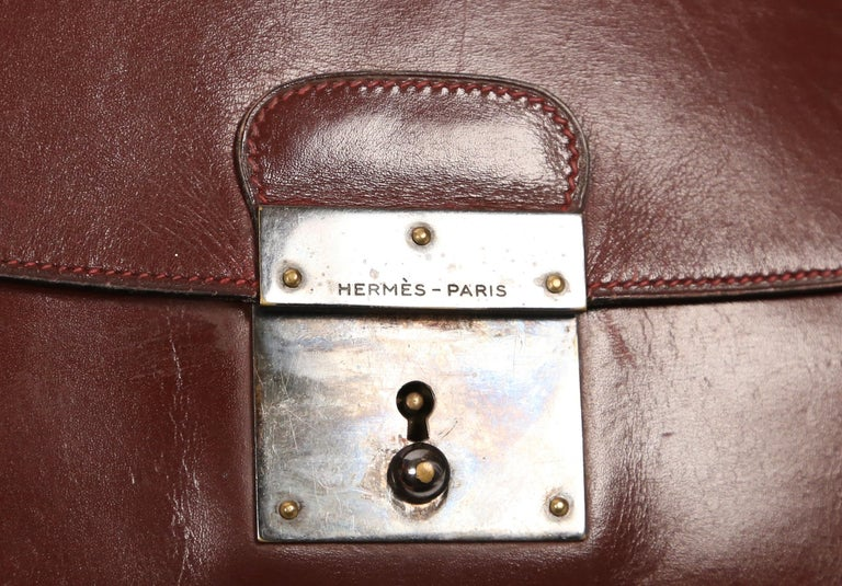 vintage HERMES bordeaux box leather pouchette clutch In Good Condition For Sale In San Fransisco, CA
