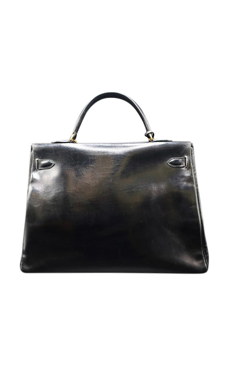Timeless, vintage black leather Hermès Kelly bag, in excellent pre-loved condition. This classic, yet ever modern bag comes in structured black leather, adorned with gold-tone hardware in the most sought-after size of 35 cm. Its hidden stamp