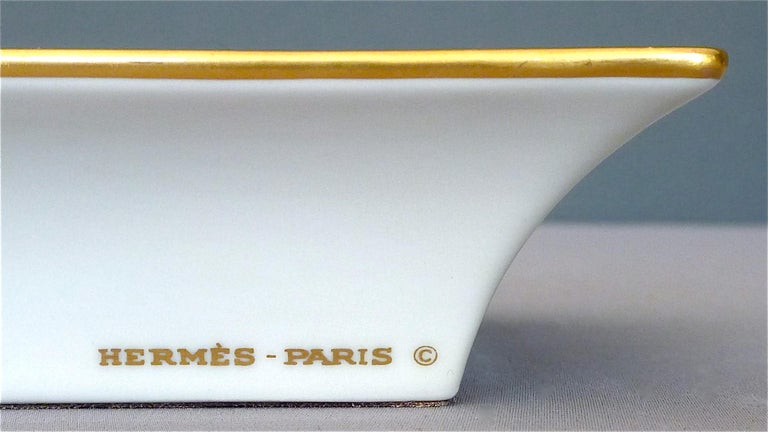 Vintage Hermès Paris Porcelain Ashtray Parakeet Bird Motif Gilt Green Red Blue For Sale 1