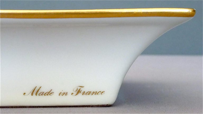 Vintage Hermès Paris Porcelain Ashtray Parakeet Bird Motif Gilt Green Red Blue For Sale 2