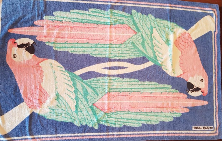 Vintage Hermès Pink Parrots Beach Towel  In Fair Condition For Sale In  Bilbao, ES