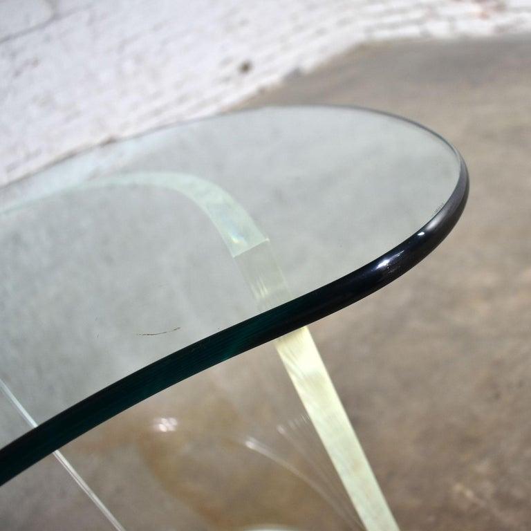 Vintage Hollywood Regency Lucite Snail Spiral End Table Kidney Shaped Glass Top For Sale 7