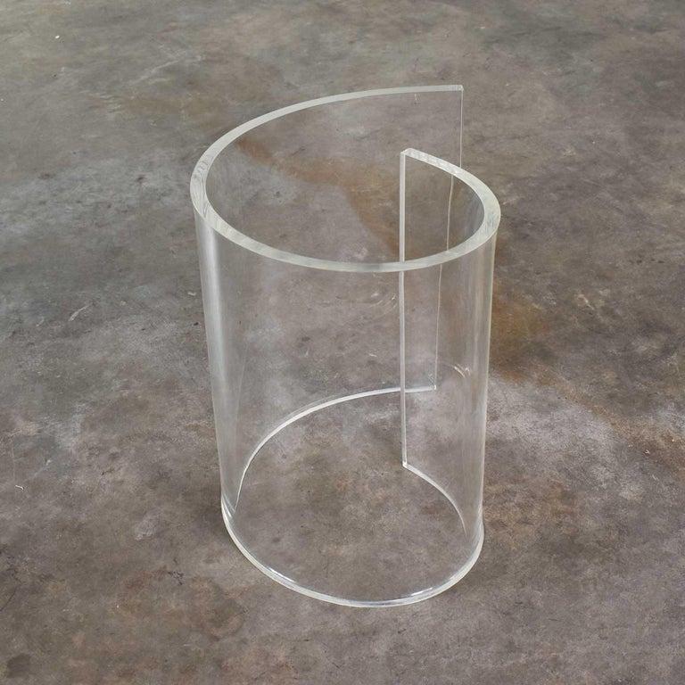 Vintage Hollywood Regency Lucite Snail Spiral End Table Kidney Shaped Glass Top For Sale 8