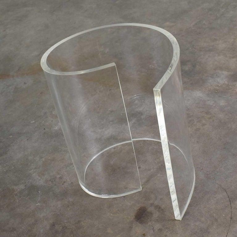 Vintage Hollywood Regency Lucite Snail Spiral End Table Kidney Shaped Glass Top For Sale 9