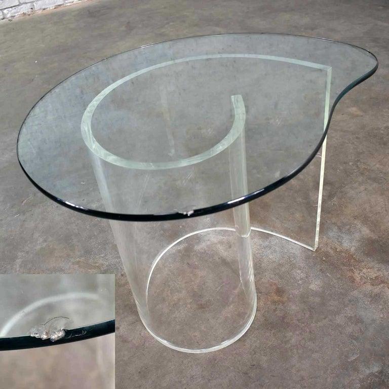 Vintage Hollywood Regency Lucite Snail Spiral End Table Kidney Shaped Glass Top For Sale 10