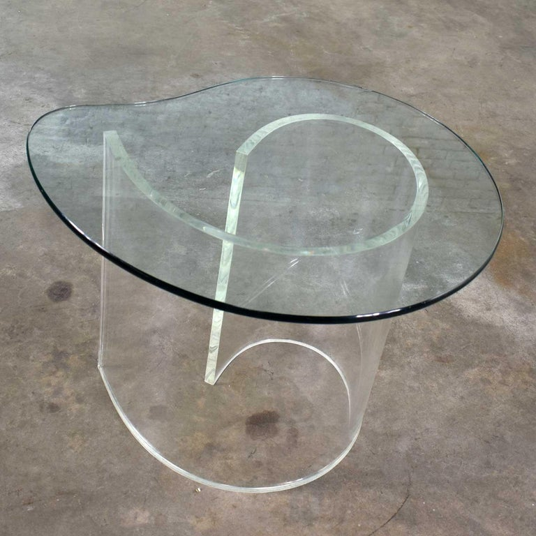 20th Century Vintage Hollywood Regency Lucite Snail Spiral End Table Kidney Shaped Glass Top For Sale