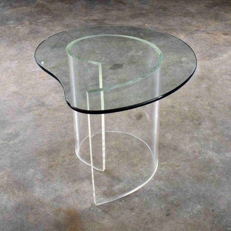 Vintage Hollywood Regency Lucite Snail Spiral End Table Kidney Shaped Glass Top For Sale 1
