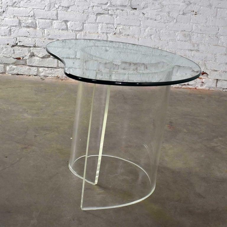 Vintage Hollywood Regency Lucite Snail Spiral End Table Kidney Shaped Glass Top For Sale 3