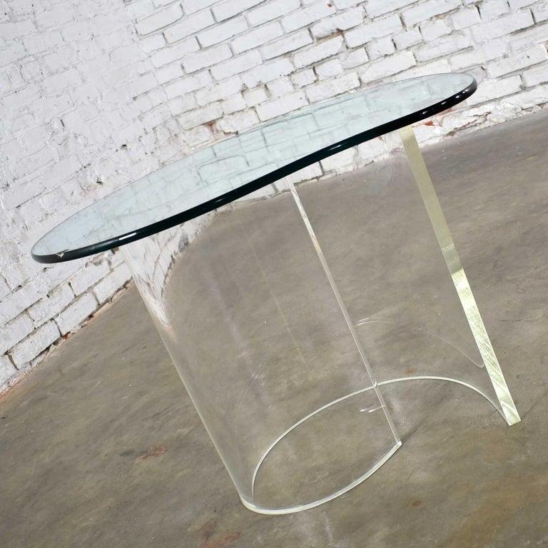 Vintage Hollywood Regency Lucite Snail Spiral End Table Kidney Shaped Glass Top For Sale 4
