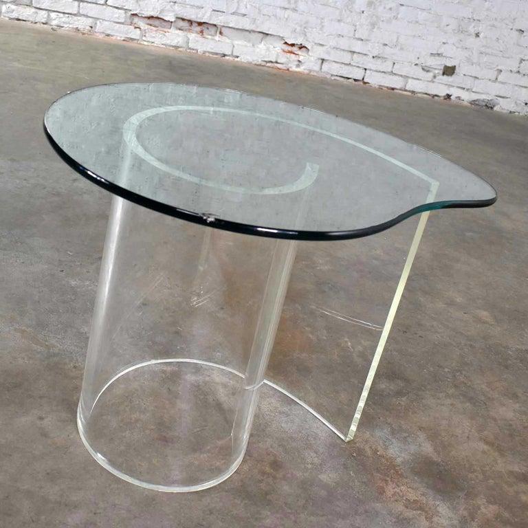 Vintage Hollywood Regency Lucite Snail Spiral End Table Kidney Shaped Glass Top For Sale 5