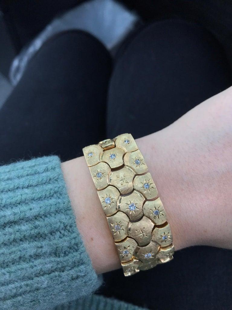 Vintage Honeycomb 14 Karat Yellow Gold Diamond Bracelet 0.60 Carat For Sale 2