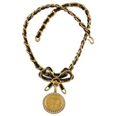 Vintage Iconic CHANEL Medallion Rhinestone Leather Chain Bow Choker Necklace