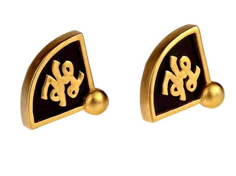 Vintage Iconic KARL LAGERFELD KL Logo Fan Earrings In Excellent Condition For Sale In Kingersheim, Alsace