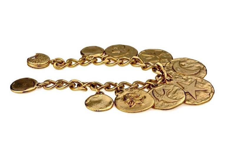 Vintage Iconic YVES SAINT LAURENT Ysl Emblem Medallion Charm Bracelet In Good Condition For Sale In Kingersheim, Alsace