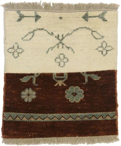 Vintage Indian Accent Rug with Transitional Farmhouse Style, Accent Entry Rug
