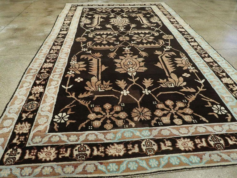 Vintage Indian Cotton Agra Carpet In Good Condition For Sale In New York, NY