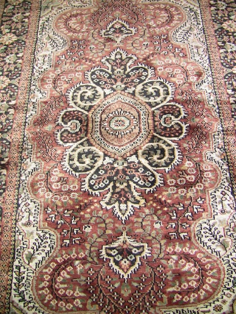 Really nice rectangular, medium sized vintage floor rug.