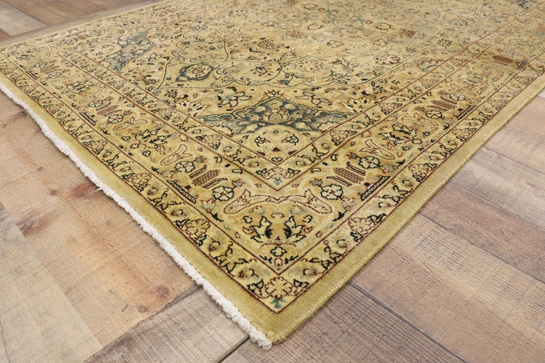 74339, vintage Indian Persian design accent rug with traditional modern style. This hand-knotted wool vintage Persian design accent rug features a large floral medallion set with a quatrefoil pattern. Concentric lobed ovals surround creating a cut
