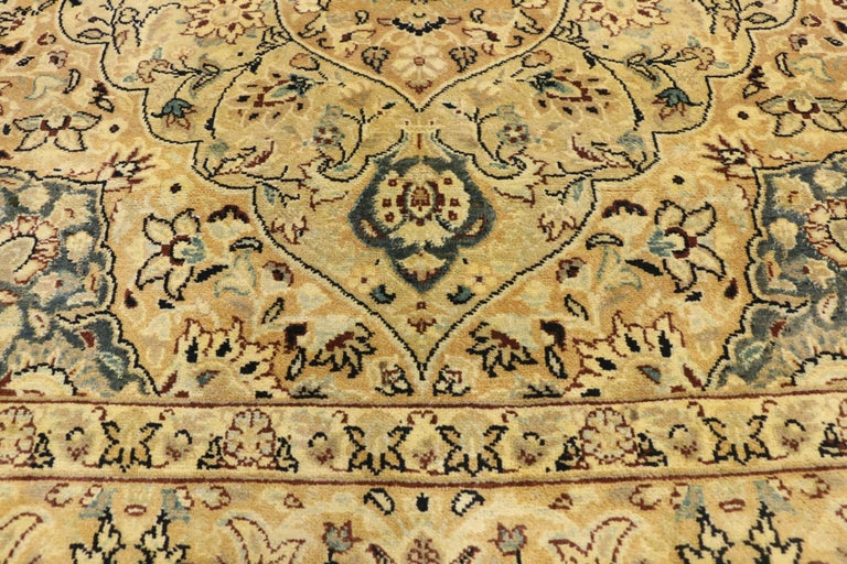 Vintage Indian Persian Design Accent Rug with Traditional Modern Style In Good Condition For Sale In Dallas, TX