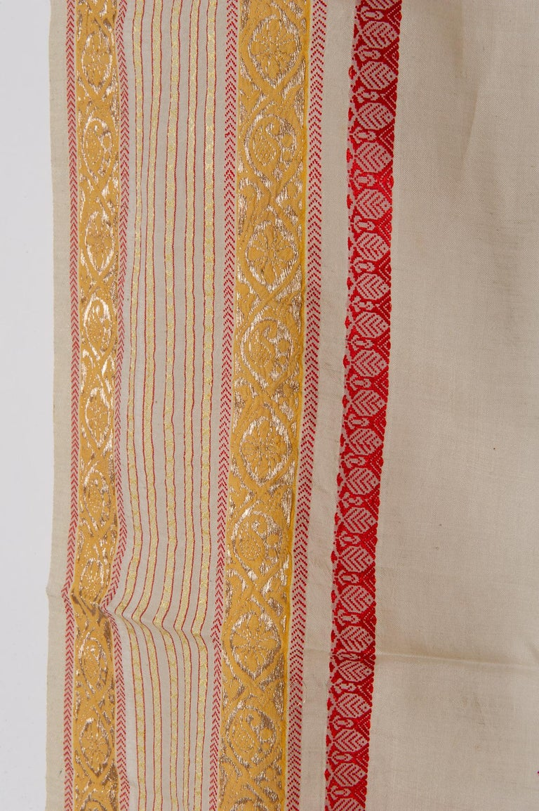 Vintage Indian Sari Ivory, Red Coral and Gold for Curtains or Evening Dress In Good Condition For Sale In Alessandria, Piemonte