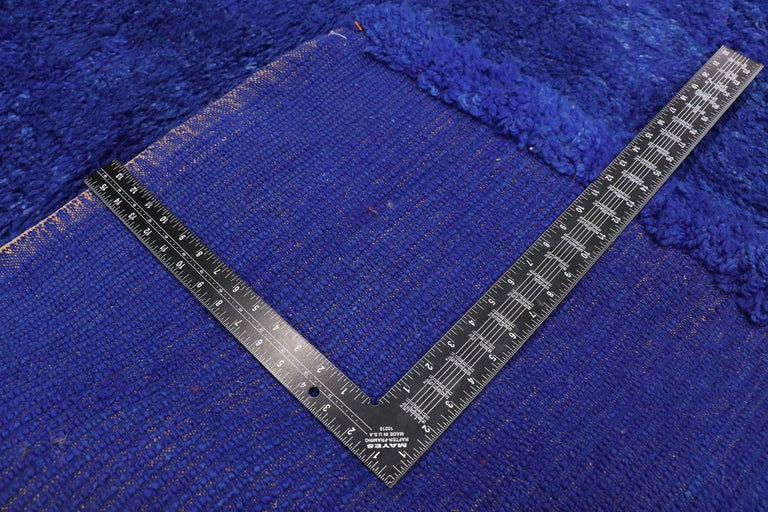 Vintage Indigo Blue Beni Mrirt Moroccan Rug, Berber Shag Rug with Abstract Style In Good Condition For Sale In Dallas, TX