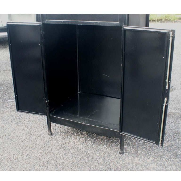 Vintage Industrial Black Steel Washstand  In Good Condition For Sale In Pasadena, TX