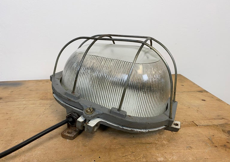 20th Century Vintage Industrial Cast Iron Wall Light, 1960s For Sale