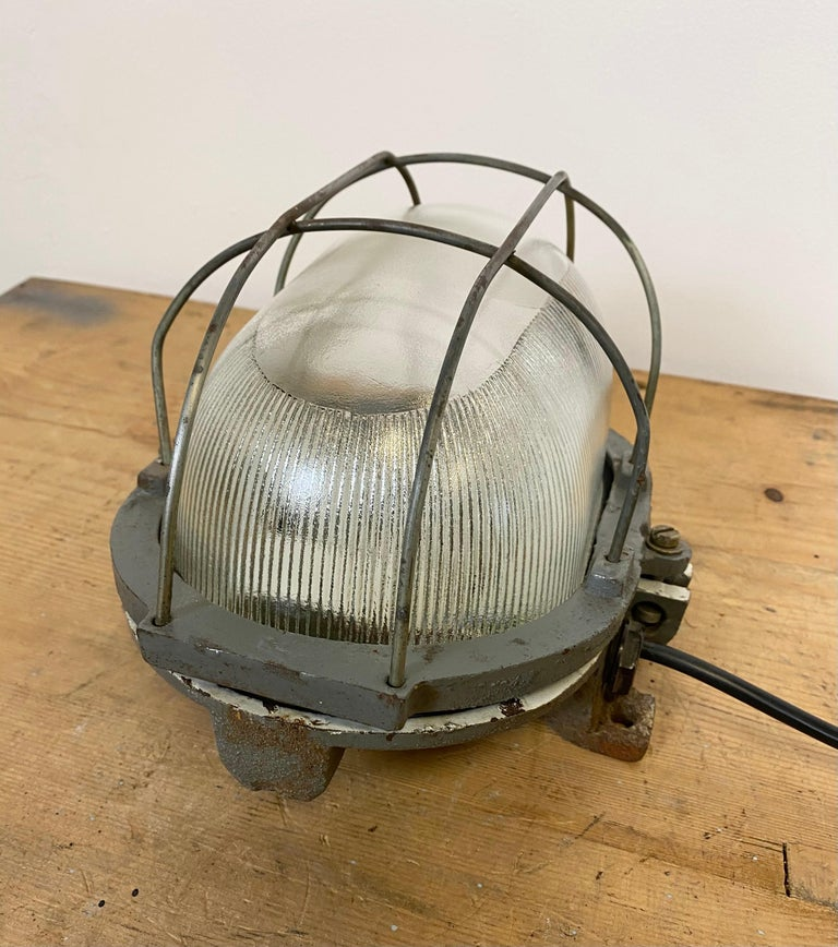 Vintage Industrial Cast Iron Wall Light, 1960s For Sale 1