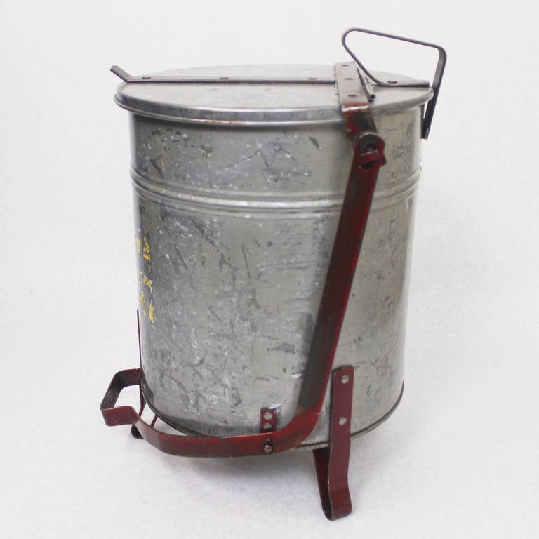 Vintage Industrial Galvanized Steel Waste Basket Trash Can Bin, Justrite Chicago In Good Condition For Sale In Lafayette, IN
