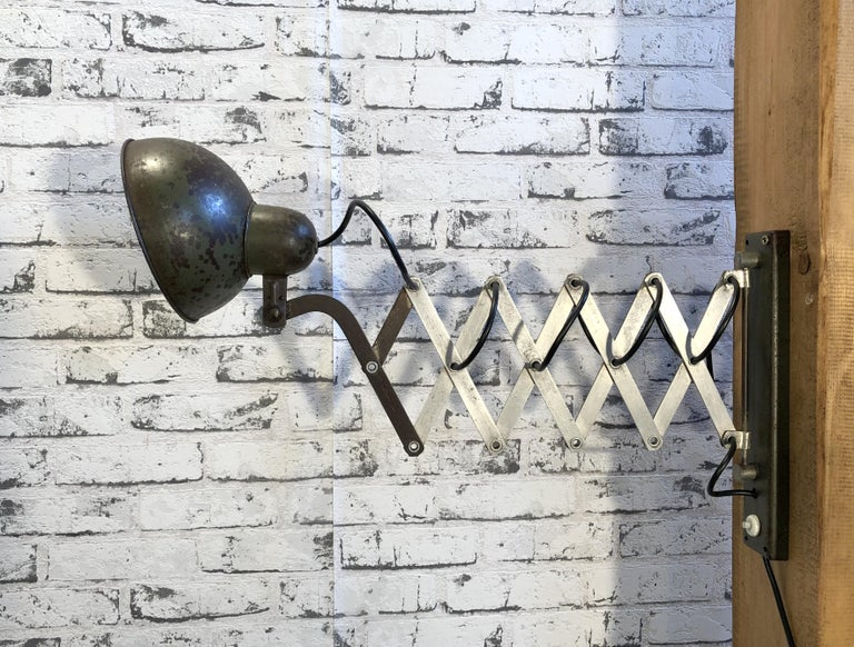 Vintage Industrial Green Scissor Wall Lamp, 1960s In Good Condition For Sale In Mratin, CZ
