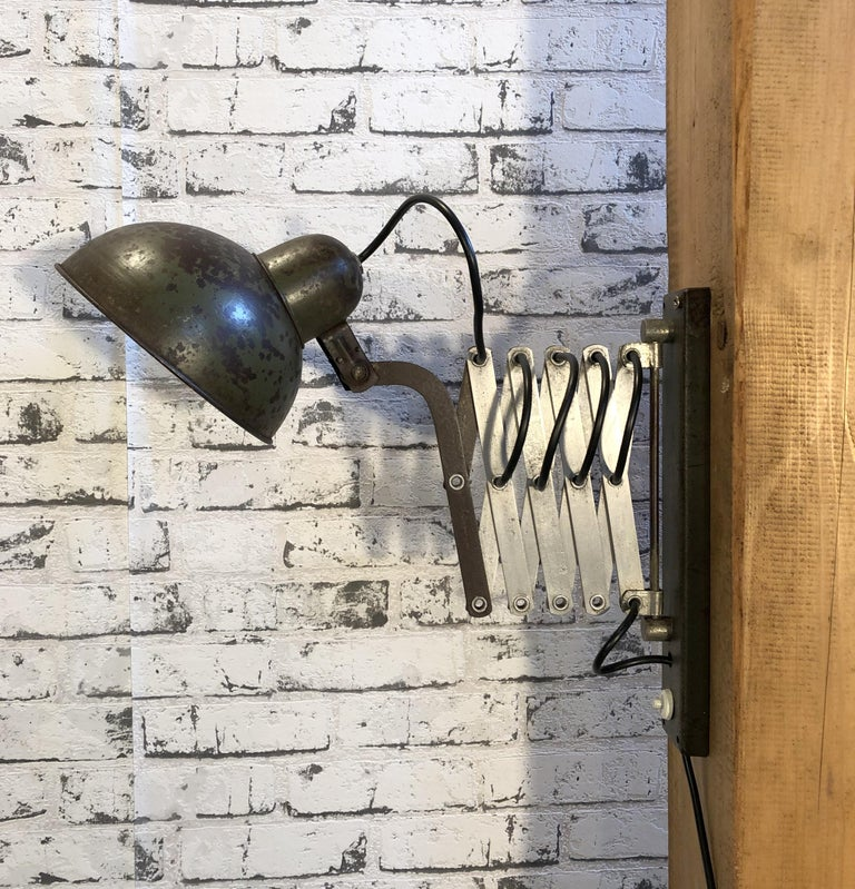 Vintage Industrial Green Scissor Wall Lamp, 1960s For Sale 1