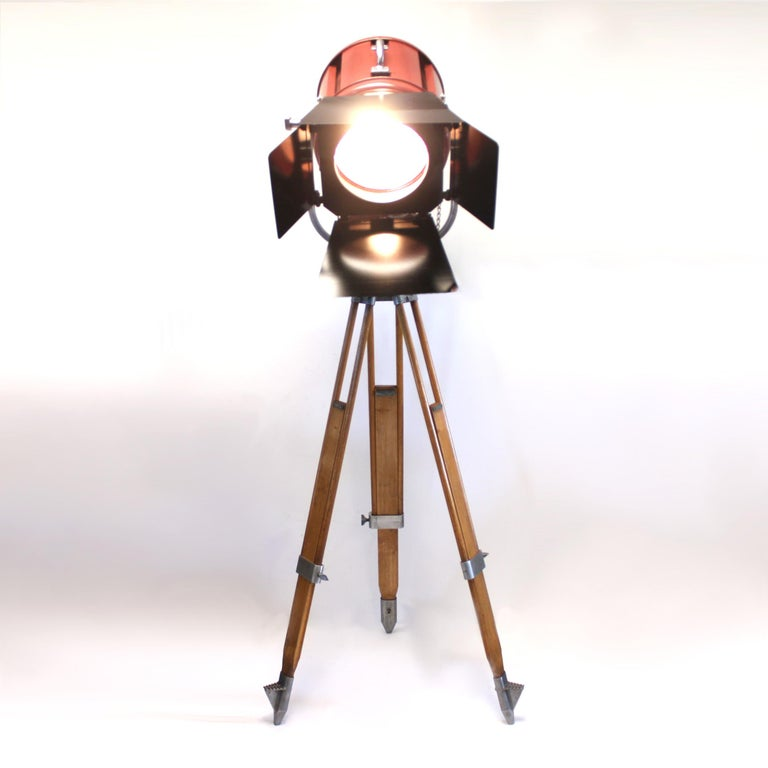 Vintage Industrial Mole-Richardson 412 Junior Solar Spot Light Tripod Floor Lamp In Excellent Condition For Sale In Lafayette, IN