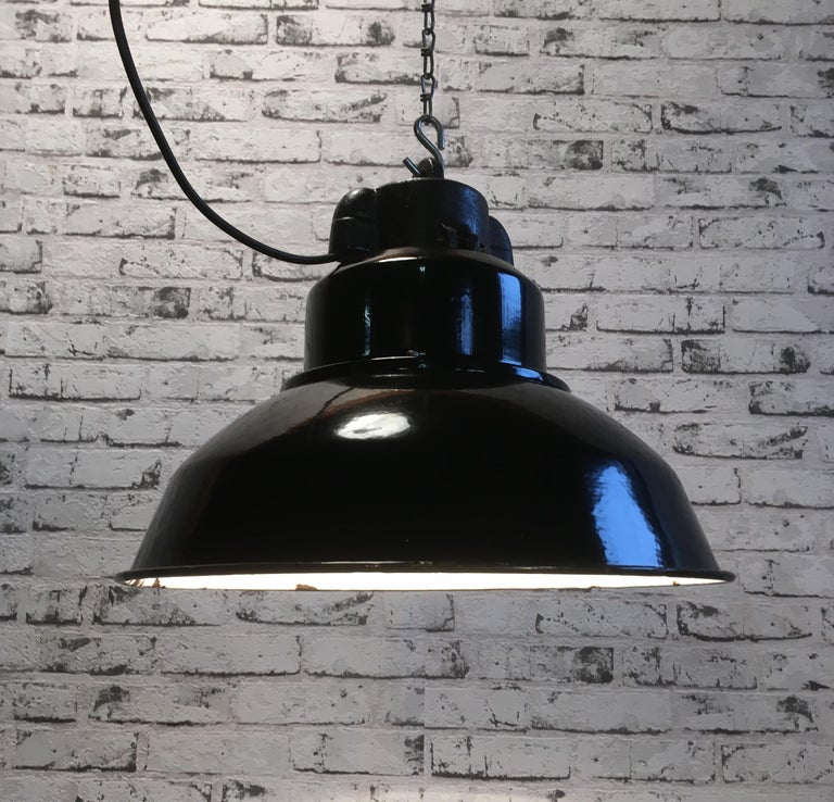 Vintage Industrial Pendant Lamp In Good Condition For Sale In Mratin, CZ