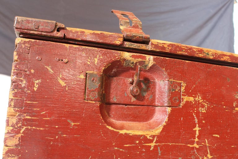 Vintage Industrial Wooden Toy Trunk Coffee Table on Castors For Sale 12