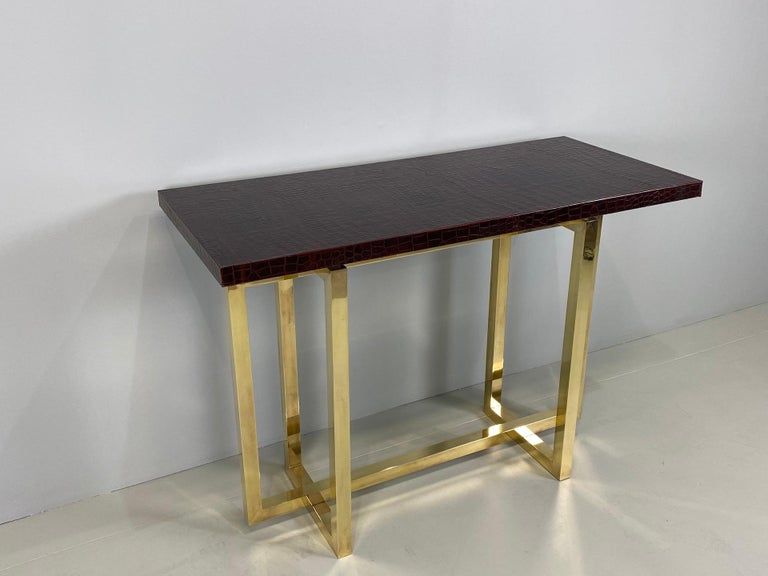Vintage Italian Brass Console Table with Crocodile Stamped Leather Top In Excellent Condition For Sale In Rovereta, SM