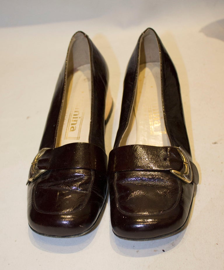 A fun pair of Italian vintage shoes. The  shoes are marked a size 38 1/2, have a 2'' gold heel and a buckle.