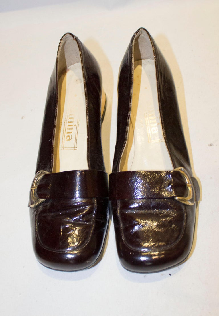 Vintage Italian Brown Patent and Gold Shoes In Good Condition For Sale In London, GB