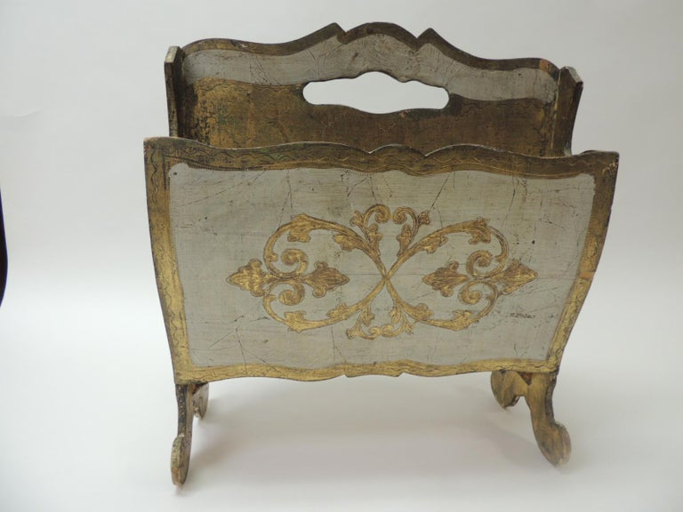 Vintage Italian Florentine Painted and Giltwood Magazine Holder In Good Condition For Sale In Fort Lauderdale, FL