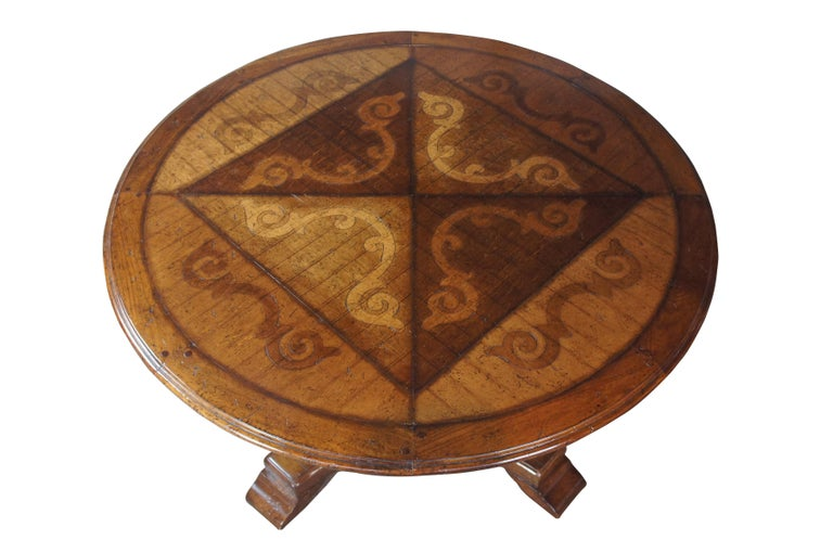 Vintage Italian Florentine Round Old World Distressed Oak Dining Table In Good Condition For Sale In Dayton, OH