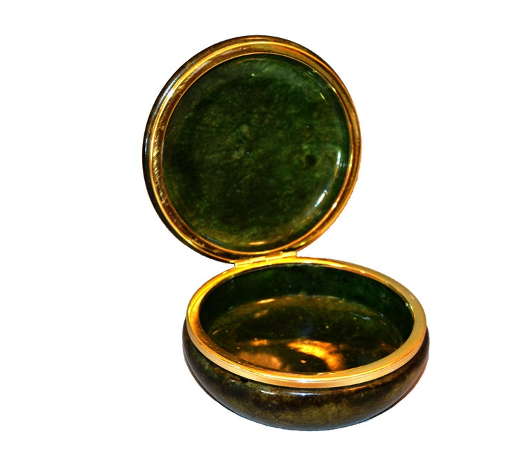 Mid-Century Modern Vintage Italian Genuine Hand Carved Emerald Green Alabaster Box with Brass Ring For Sale
