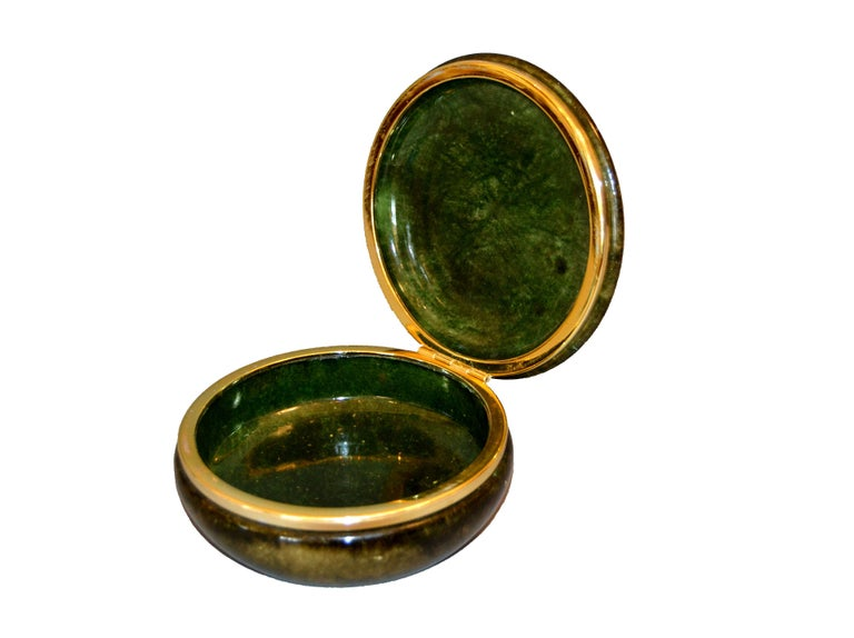 Hand-Carved Vintage Italian Genuine Hand Carved Emerald Green Alabaster Box with Brass Ring For Sale