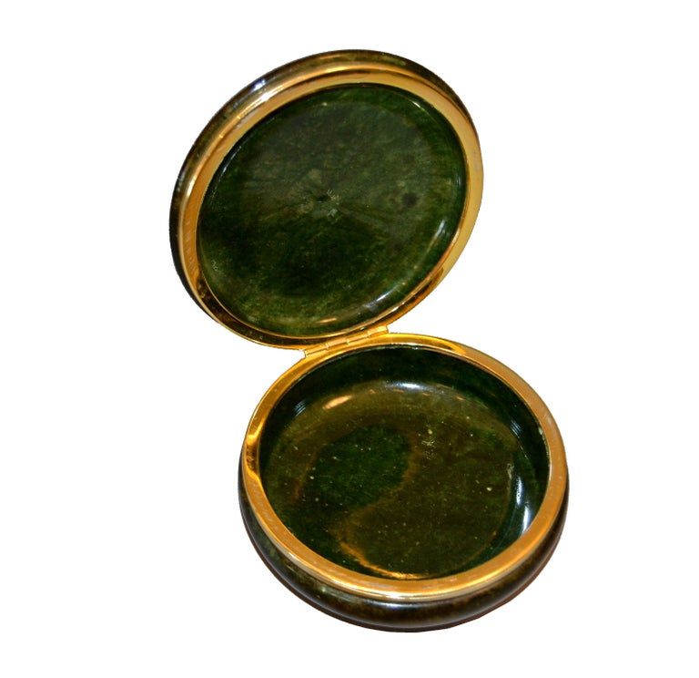 Vintage Italian Genuine Hand Carved Emerald Green Alabaster Box with Brass Ring In Good Condition For Sale In Miami, FL
