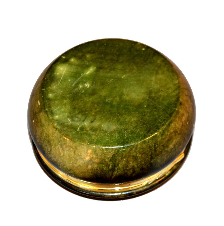 Vintage Italian Genuine Hand Carved Emerald Green Alabaster Box with Brass Ring For Sale 1