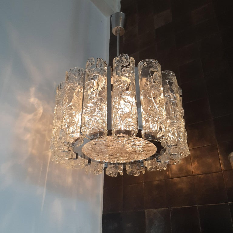 Vintage Italian glass and chrome Venini chandelier. The clear glass tubes have been worked with the Corteccia technique which gives them a bark-like texture effect and have been mounted on a chrome frame. Venini designed luxury glass lighting. This