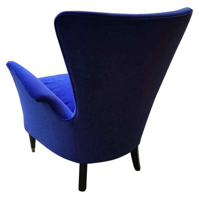 A Vintage Italian Mid-Century Modern Lounge Chair, Blue Velour and Black Legs For Sale