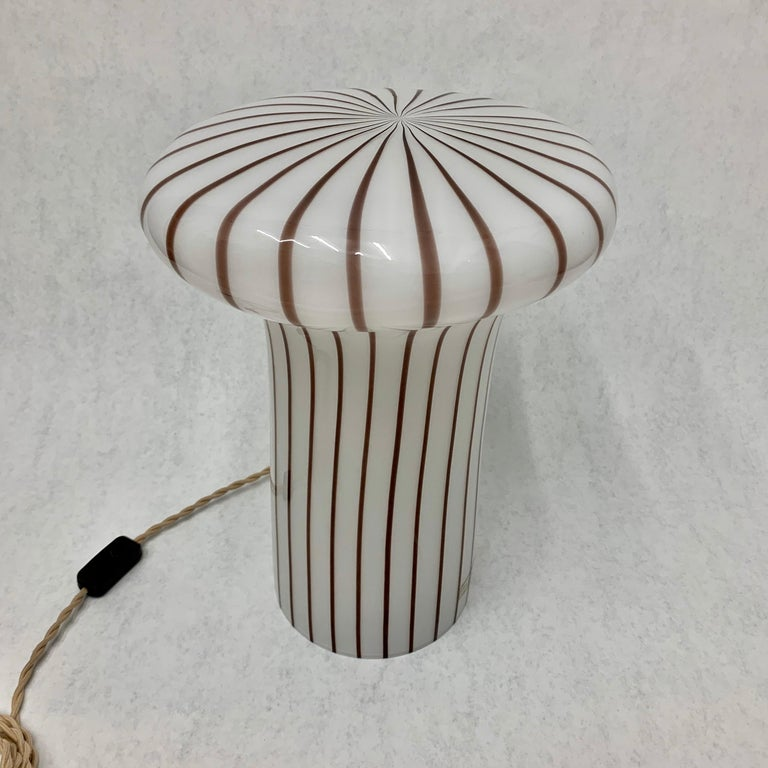 Late 20th Century Vintage Italian Murano Glass Funghi Table Lamp For Sale