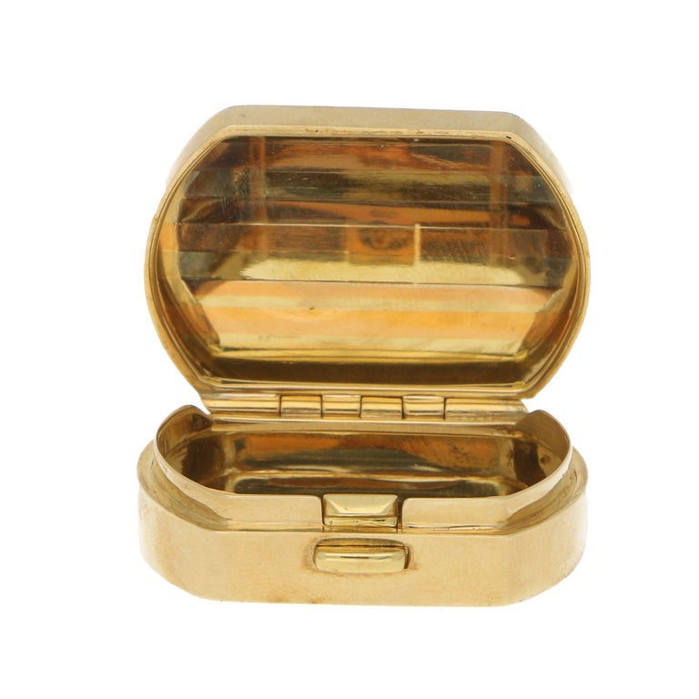 Vintage Italian Pill Box in 18 Karat Tricolor Gold, circa 1990 In Excellent Condition For Sale In London, GB