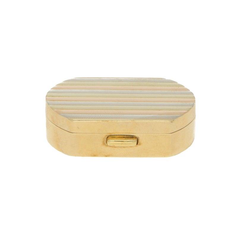 Women's or Men's Vintage Italian Pill Box in 18 Karat Tricolor Gold, circa 1990 For Sale