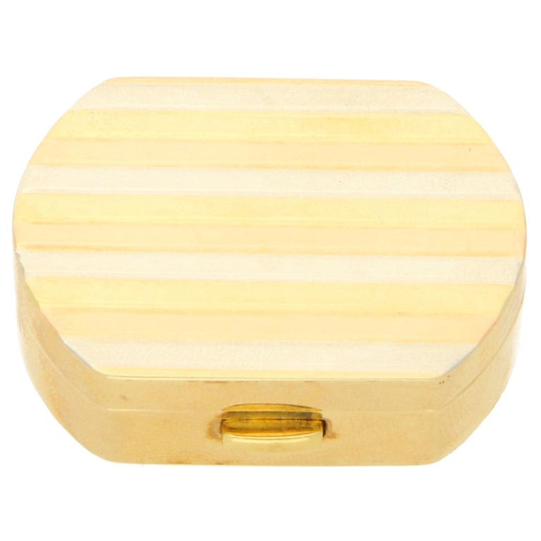 Vintage Italian Pill Box in 18 Karat Tricolor Gold, circa 1990 For Sale
